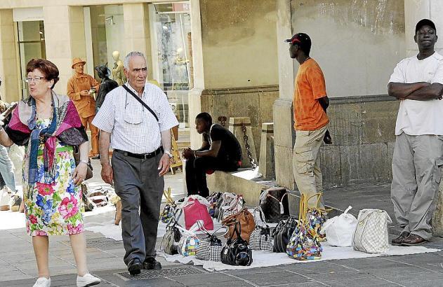 Die Ordenanza Cívica stellt den illegalen Straßenhandel unter Strafe.