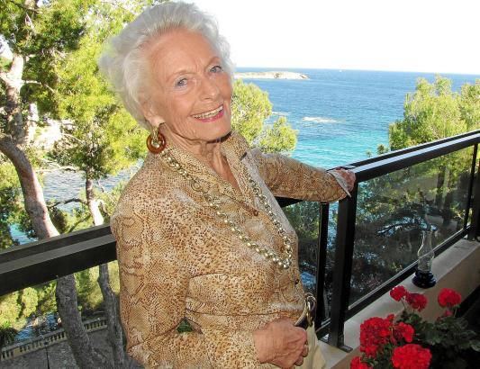 Christiane Armbrecht genießt jeden Tag aufs Neue den Blick von ihrem Balkon.