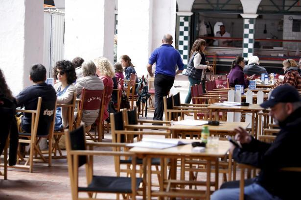 """Restaurantbesitzer sollten ihre Außenterrassen nicht einfach so """"erweitern""""."""