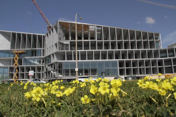 Die äußeren Bauarbeiten an Palmas Kongresspalast sollen bis zum Sommer beendet sein.