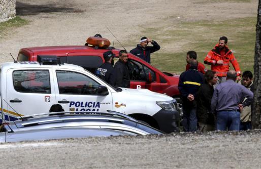 Die Polizei untersuchte die Unglücksstelle intensiv.