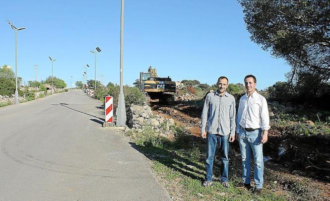 Santanyís Bürgermeister Llorenço Galmés (rechts) und sein Stellvertreter in Cala Figuera, Salvador Ferrer, besichtigten die Baua