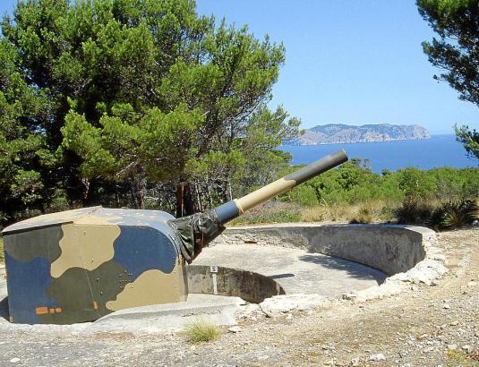 Veraltete Küstenbatterie auf dem Militärgelände Cap de Pinar, Halblinsel La Victòria, bei Alcúdia.