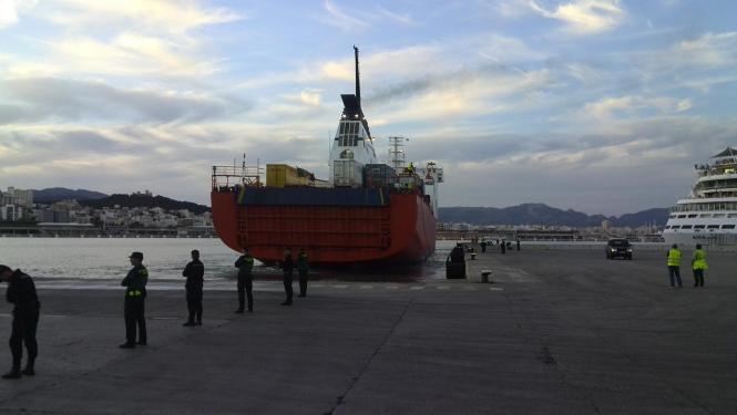 """Die Fähre """"Puglia"""" legte am Dienstagabend am Westkai in Palma an. An Bord: Die geretteten Passagiere der """"Sorrento""""."""