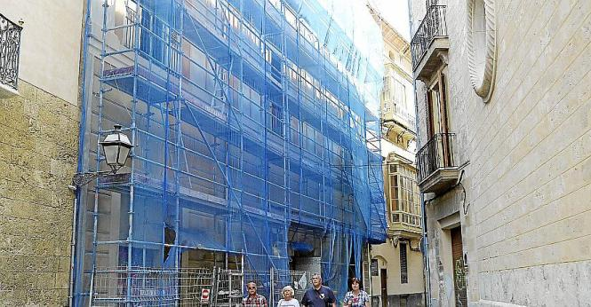 Der Luftschutzbunker befindet sich an der Gebäuderückseite im Carrer Sant Gaietà in Palma de Mallorca.