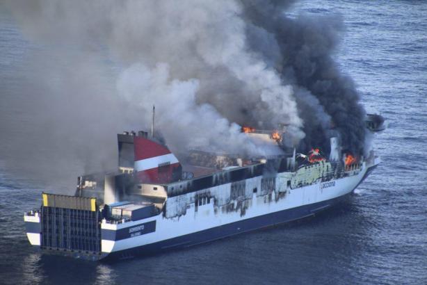 Zeitweise war die Lage vor Mallorca kritisch, mittlerweile ist das Feuer unter Kontrolle.
