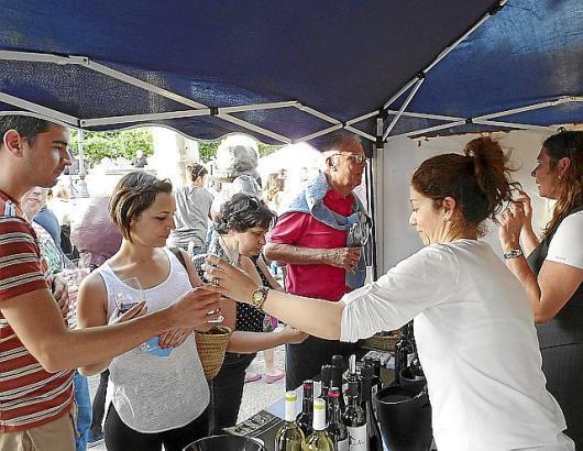 Beim Dorffest am Samstag, 2. Mai, präsentieren sich die Bodegas mit ihren Weinen an den Ständen.