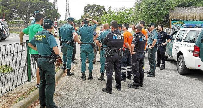 Einsatzkräfte aus Polizei, Zivilschutz und Naturschutzbehörde hatten seit Dienstag nach dem ausgerissenen Affen gesucht.
