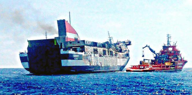 Am Mittwoch erreichte das vor Mallorca ausgebrannte Schiff das spanische Festland.
