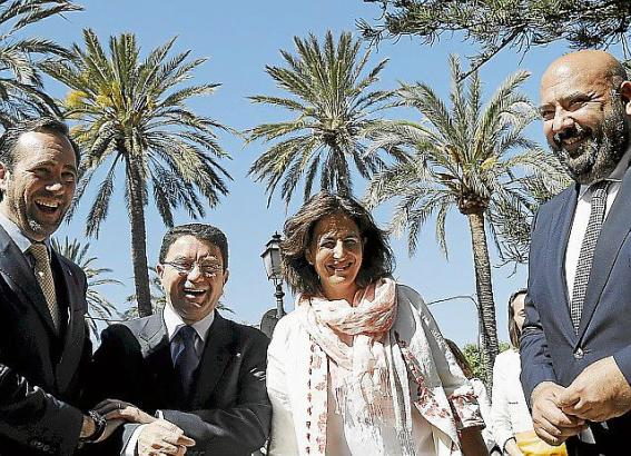 Ministerpräsident Bauzá (l.) begrüßt den Generalsekretär der Welttourismusorganisation, Taleb Rifai.