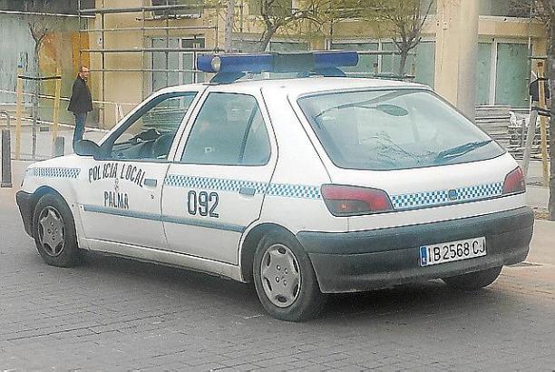 Quittiert seinen Dienst: Der Peugeot 306 der Ortspolizei an der Playa de Palma.