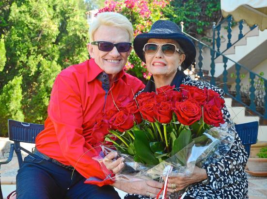 Zweisamkeit auf Mallorca: Zum Geburtstag schenkte Heino seiner Hannelore rote Rosen.
