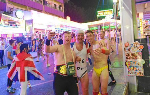 Ein bekannter Anblick: Briten feiern auf ihre Art in Magaluf.
