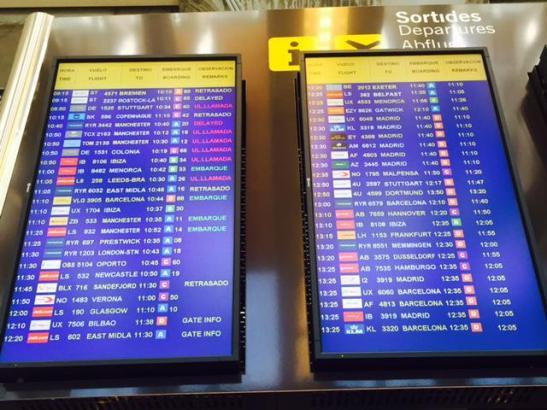 Anzeigetafel der Abflüge am Montagvormittag auf dem Flughafen von Palma.