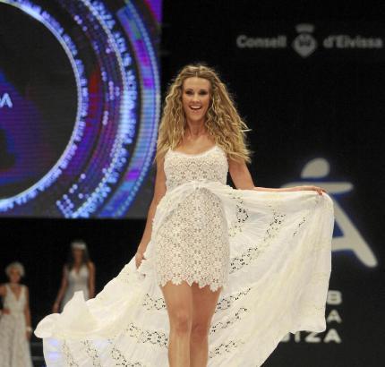 Zum Abschluss der Modenschau wurde die Kreation von Piluca Bayarri vorgeführt