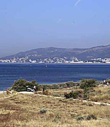 Der Naturstrand von Es Carnatge befindet sich in der Flugschneise des Airports von Palma.