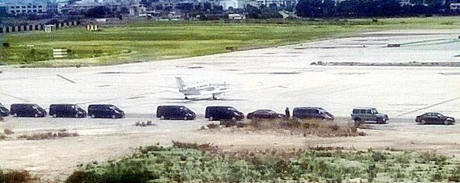 Ein wartender Autokonvoi erregte am Flughafen von Palma Aufmerksamkeit.