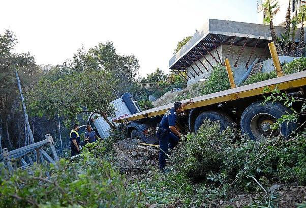 Der Fahrer des LKW blieb wie durch ein Wunder unverletzt.