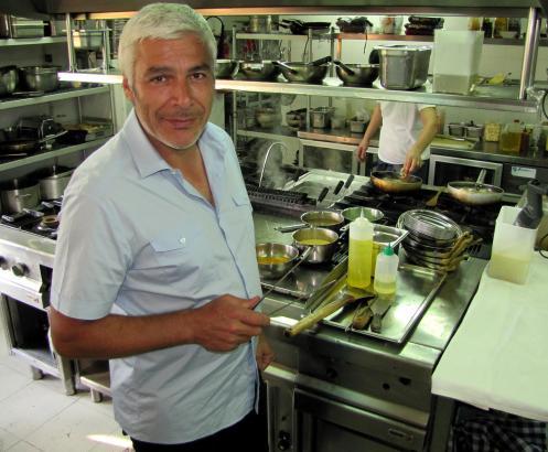 """Pino Persico in der Küche seines Restaurants """"Campino""""."""
