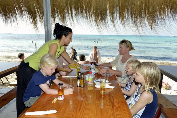 Die Strandbuden-Betreiber am Es Trenc beklagen sinkende Kundenzahlen.