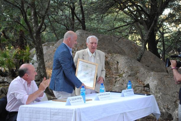 Bei der Übergabe der Auszeichnung vor Ort in Escorca auf Mallorca.