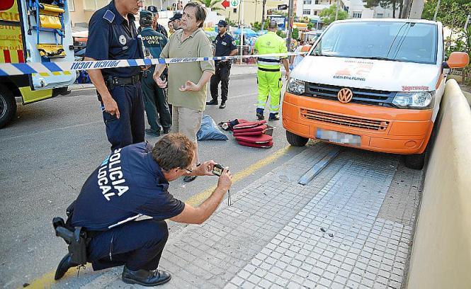 Bei dem Unglücksfahrzeug auf Mallorca handelt es sich um einen VW-Bus mit deutschem Kennzeichen.