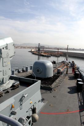 Die Fregatte Hamburg im Hafen von Palma de Mallorca.