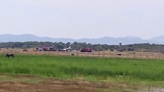 Das Flugzeug landete ohne Vorderrad an Palmas Flughafen.