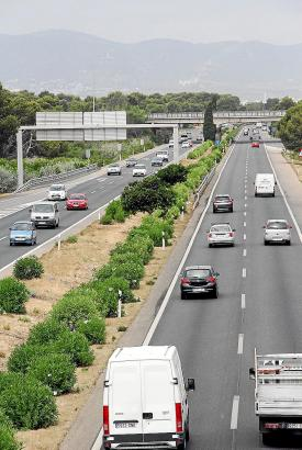 Teilweise fehlt auf Mallorcas Flughafenautobahn eine Mittelleitplanke.