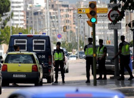 Die Polizei richtete Straßensperren ein, konnte die dreisten Diebe aber noch nicht finden.