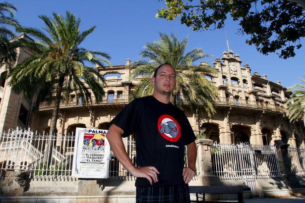 Vor dem Coliseo Balear: Stierkampfgegner Guillermo Amengual ist zuversichtlich, dass es an diesem Ort nur noch einen Kampfabend