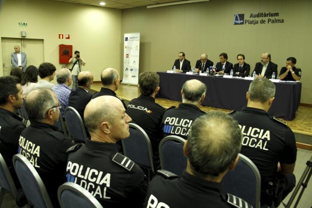 Die Lokalpolizei von Palma de Mallorca bei einer Tagung.