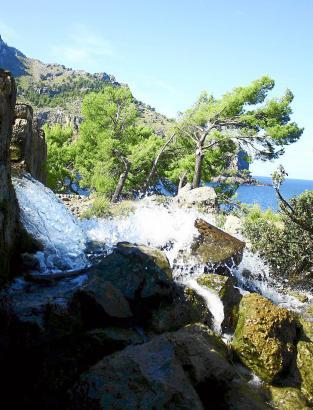Der Wasserfall Sa Costera dient der Trinkwasserversorgung der Insel