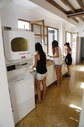 Auch Waschmaschinen und Trockner sind vorhanden.