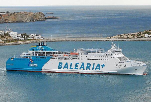 Eine der Fähren der Baleària.