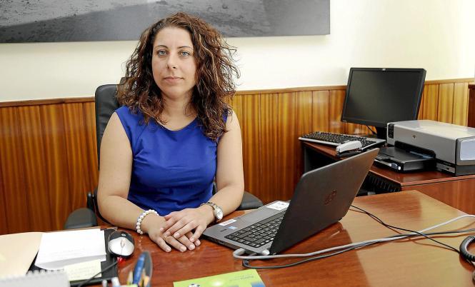 Palmas Polizeidezernentin Angélica Pastor an ihrem Arbeitsplatz.