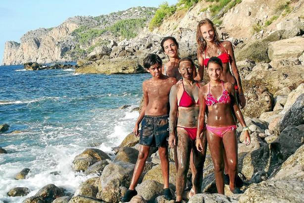 Diese Familie aus Sóller kommt im Sommer regelmäßig nach Es Canyaret