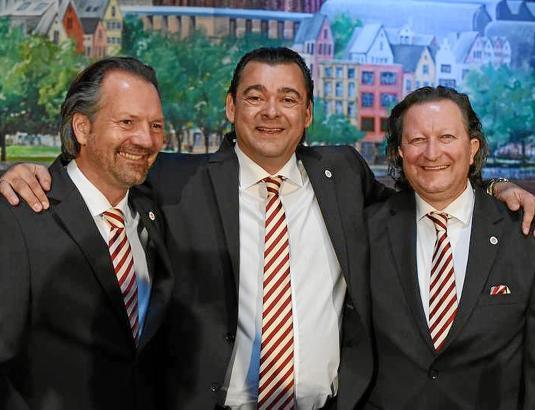 Erfüllen sich einen Kindheitstraum: Die langjährigen Freunde Jörg Hertzner als Jungfrau Johanna (links), Thomas Elster als Prinz