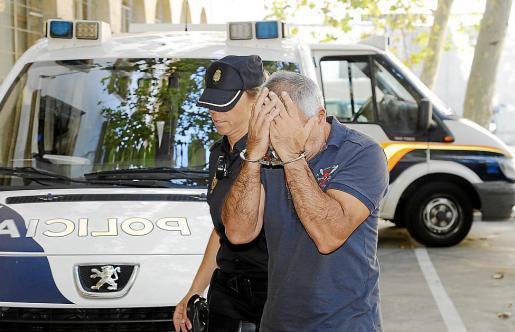 Einer der drei festgenommenen Polizisten.
