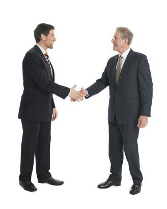Handschütteln und förmliches Sie? Auch auf Mallorca wählen Deutsche zunächst die Höflichkeitsform bei der Anrede.