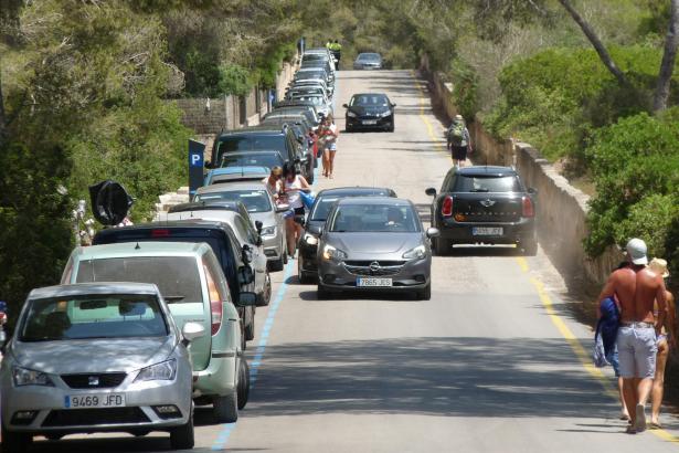 Bei den vielen Besucher, die nach Ses Covetes wollen, wird die Zufahrtsstraße zum Nadelöhr