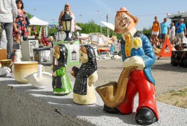 Dekoration ist nicht das Einzige, was man auf dem Flohmarkt in Cala Rajada finden kann. Auch Fahrräder, alte Haushaltsgeräte und