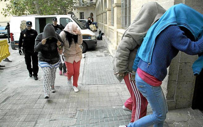 """Bereits 2012 waren die """"Nelkenfrauen"""" von der Nationalpolizei in Palma de Mallorca festgenommen worden."""