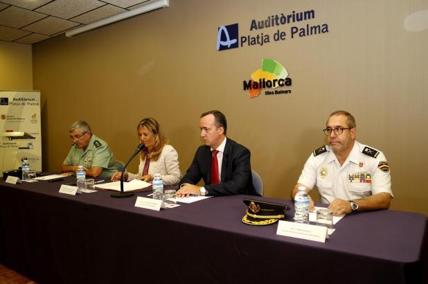 Der Staatssicherheitssekretär Francisco Martínez traf mit der Delegierten der Zentralregierung, Teresa Palmer, und den Chefs von