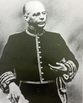 Angetan mit der offiziellen Tracht eines spanischen Botschafters: Gabriel Alomar war von 1932 bis 1934 Gesandter der Republik im