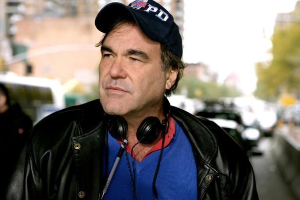 Oliver Stone hat bei vielen Filmen Regie geführt, die für kontroverse Diskussionen sorgten, und ist auch ein Drehbuchautor von W