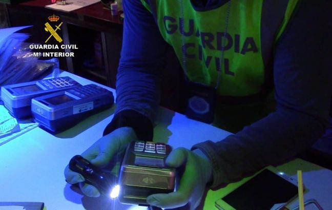 Beamte beschlagnahmten angeblich getürkte Kartenlesegeräte