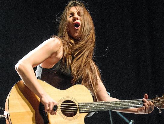 Der Auftritt von Alejandra Burgos wird vor allem den Fans von Rock und Blues Spaß machen.