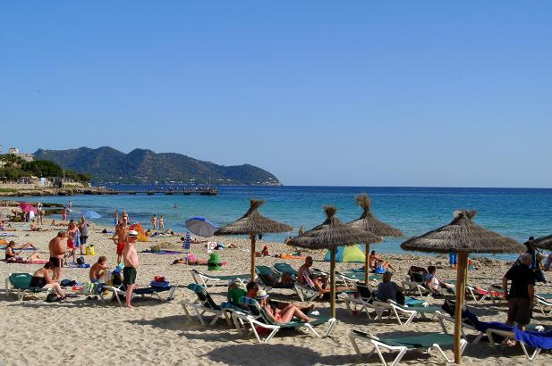 Der Urlaub auf den Balearen wird sich im kommenden Jahr um die geplante Übernachtungssteuer verteuern.