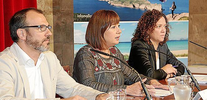 Präsentierten das Prestigeprojekt ihrer Regierung: Die balearische Ministerpräsidentin Francina Armengol (M.), Vize-Regierungsch